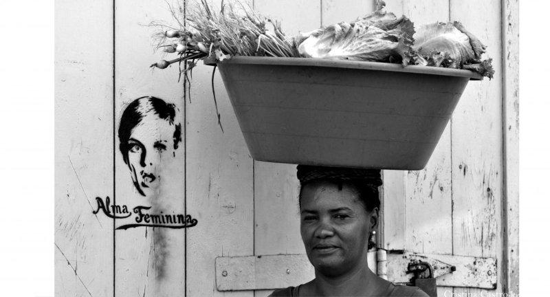 «Sobre as nosas cabezas» de Cristina Castro
